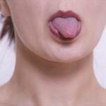 舌が白くなる舌苔は口臭の原因になる!正しい取り方はコレ!