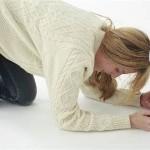 足の裏やかかとが急に痛くて歩けない症状は足底筋膜炎が原因!