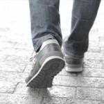 足底筋膜炎の原因と症状をチェック!突然のかかとの痛みに注意